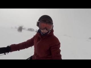 Сноубордистка случайно сняла, гнавшегося за ней, медведя.