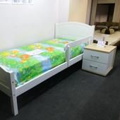 Кровать из массива сосны крашеной