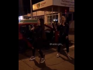 Танцы на улице (Типичная Махачкала)
