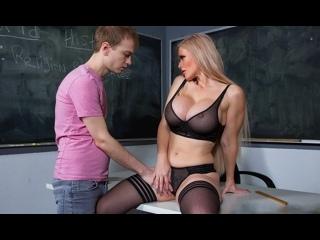 Каска Акашова в школе дает своему ученику после уроков на парте с учителем в школе porno для взрослых