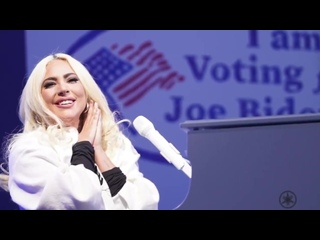 В интервью «Reuters», легендарная Кайли Миноуг сказала, что Леди Гага - это вдохновение, в настоящее время.