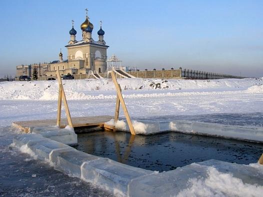 РПЦ отменила крещенские купания