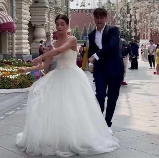 Стало известно, что Давид Манукян поженился на тик-токерше: «Если свадьба, то только такая или, когда жена тиктокерша. Что у вас было необычного на свадьбе»Скорее всего, это было лишь только для