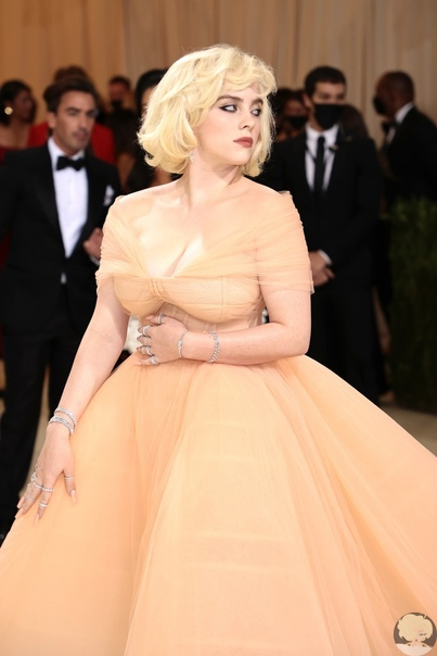 Как Мэрилин Монро: Билли Айлиш на Met Gala 2021 Многие гадали, как звездные гости будут интерпретировать заявленную тему В Америке: лексикон моды. И, кажется, идеальный ответ на этот вопрос