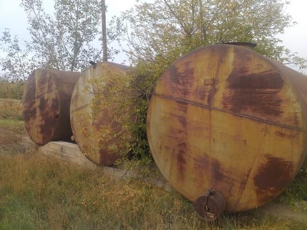 Ёмкости бочки цистерны резервуары в хорошем состоя...