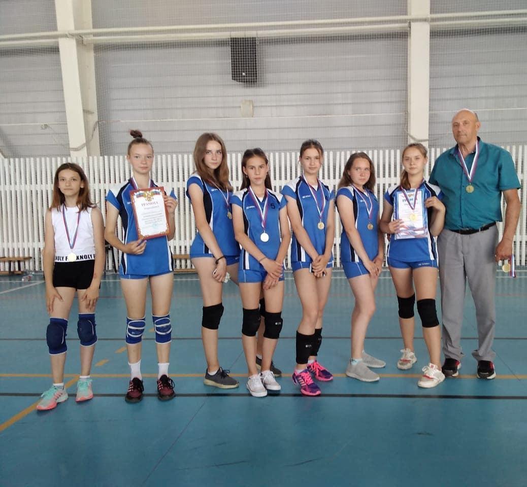 Петровские волейболистки победили в турнире, проходившем в Базарном Карабулаке