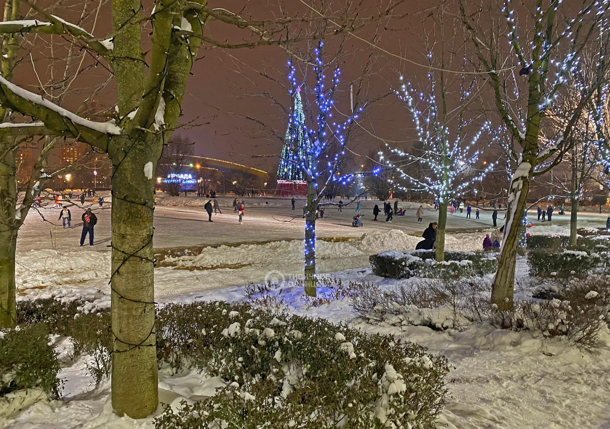 Оцените новогодние развлечения и декорации на Центральной площади по 5-балльной шкале