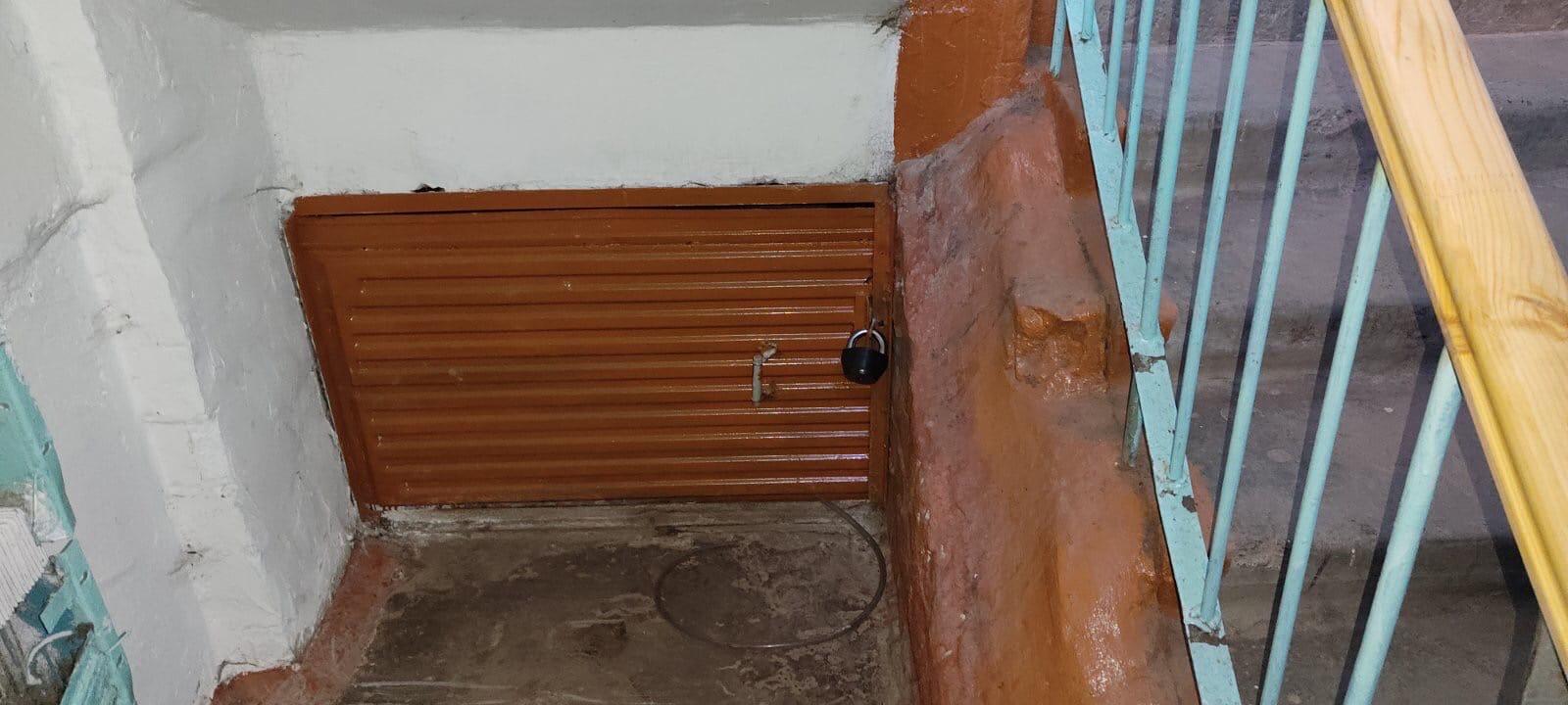 Строителей 46 2 под. вход в подвал.