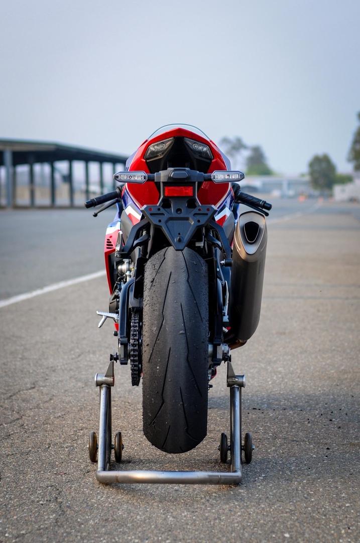 Фотографии Honda CBR1000RR-R Fireblade SP