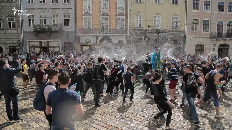 Веселий «обливаний понеділок» у Львові