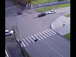 Считаные секунды и парень уже потерпевший в ДТП.Друзья, смотрите внимательней по сторонам!