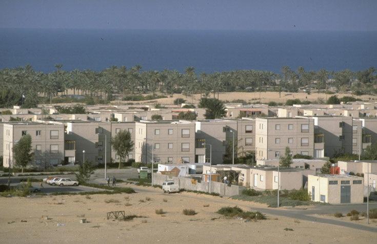 Вид на город с пустыни.