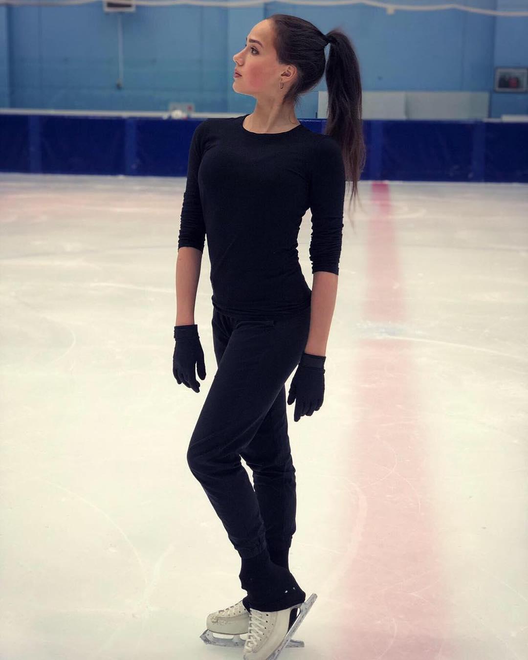 Красивая и изящная Российская фигуристка Алина Загитова  Вот кем наша страна может гордиться