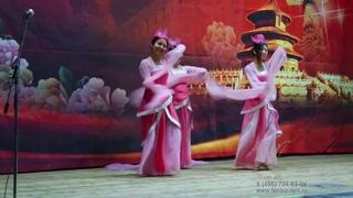 Традиционный китайский танец с веерами на китайский новый год в Москве